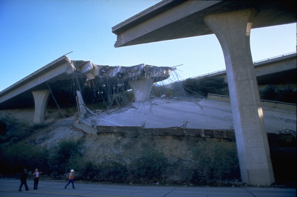 FEMA_-_1807_-_Photograph_by_Robert_A._Eplett_taken_on_01-17-1994_in_California